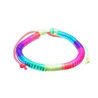 Armband aus Stoff in Regenbogenfarben