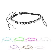 Buntes Armband aus Stoff mit silbernen Perlen
